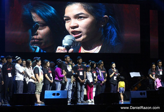 Erica Pabalinas, widow of Senior Inspector Ryan Pabalinas, thanks Songs for Heroes organizers during the first run of the benefit concert at the SM Mall of Asia (MOA) Arena on March 19, 2015. (Photo courtesy of Photoville International)