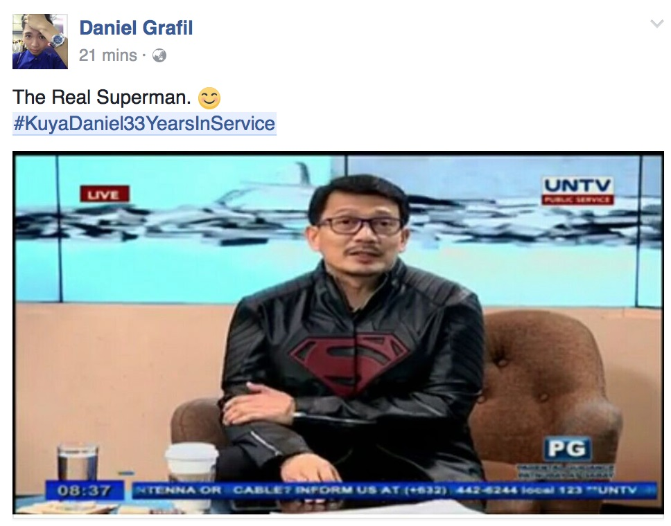 While watching November 28's episode of Get It Straight with Daniel Razon, Daniel Grafil screen-grabs Kuya Daniel wearing a black jacket imprinted with the Superman seal. Kuya Daniel is fondly called Superman by fans for his numerous public services and being a man of action.